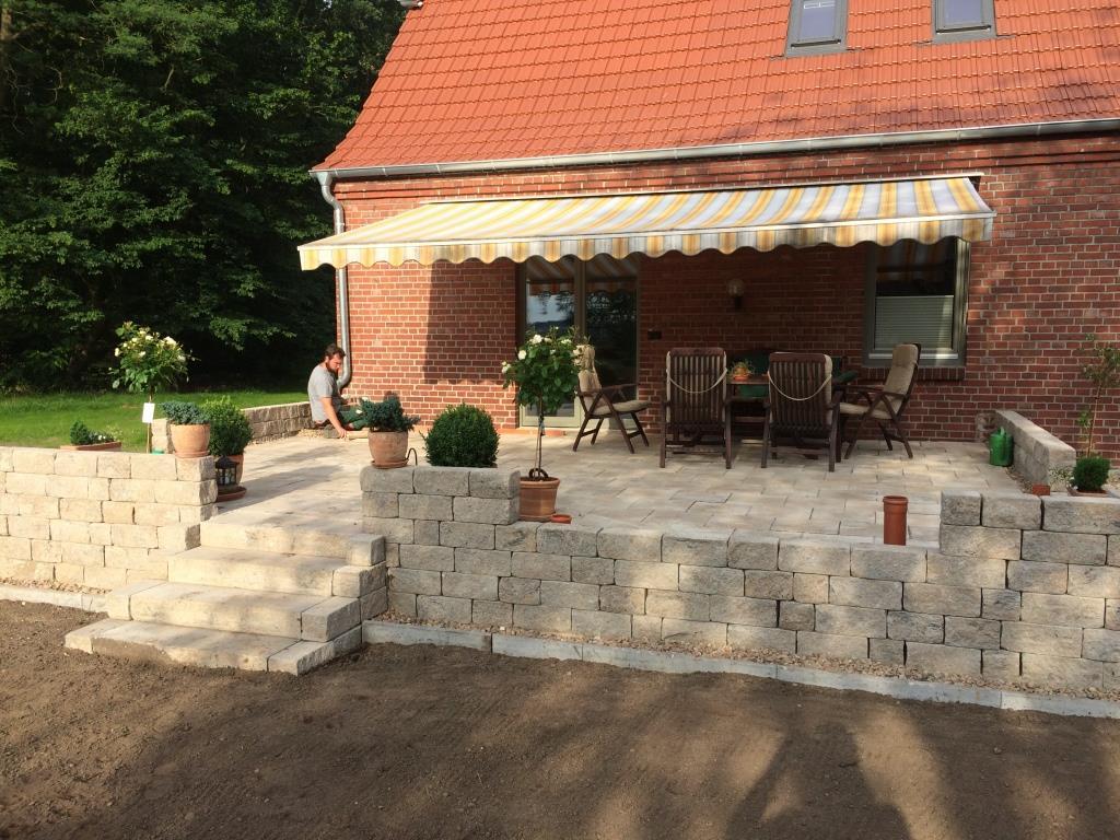 Garten und landschaftsbau dirk prothmann terrassengestaltung mit einer trockenmauer garten for Terrassengestaltung bilder