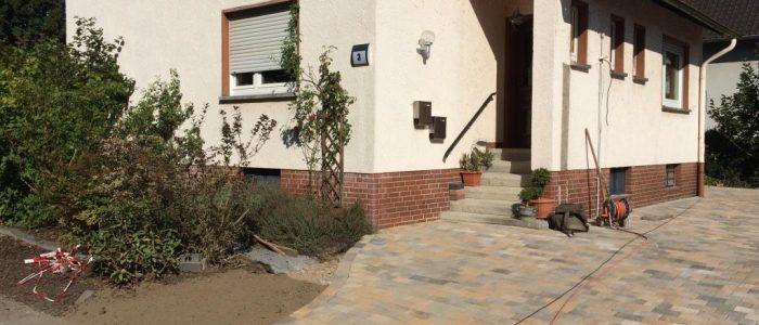 Parkflächen an einem Zweifamilienhaus, Dirk Prothmann Garten- und Landschaftsbau, Hille