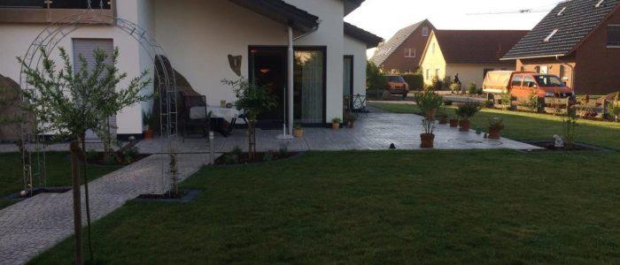 Neuanlage mit Prägebeton, Dirk Prothmann Garten- und Landschaftsbau, Hille